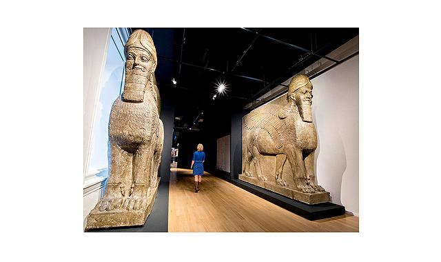 古代の彫像、デジタル復元された...