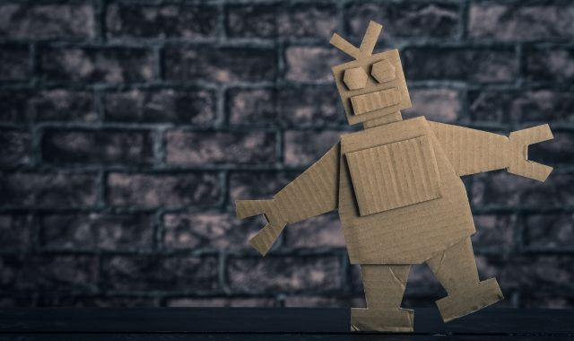 Amazon、躍進続くのに数百人を一時解雇――「人間の業務をロボットに任せる動き」と見る向きも | fabcross for エンジニア